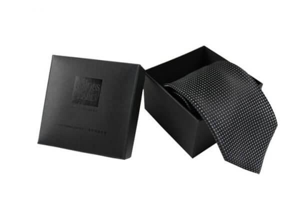 custom-tie-packaging